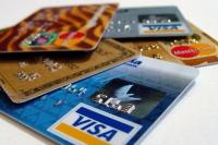 Capcana cardului de credit: care este limita dintre util şi periculos?