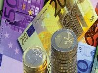 Euro atinge minimul ultimei luni