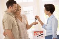 Ce câştigi şi ce pierzi, dacă alegi să vinzi o locuinţă pe cont propriu?