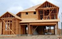 Vrei să-ţi construieşti o casă rapid, cu un buget mic? Locuinţa cu structură de lemn, o variantă atractivă