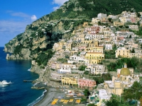 Piaţa imobiliară din Italia, în cădere. Străinii profită şi cumpără case de vacanţă la jumătate de preţ