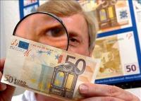 Atenţie, bani falşi! Sute de mii de bancnote false, lei şi euro, au fost confiscate în 2013