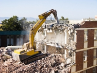 Premieră: proprietarii unei vile din Vitan pot dărâma blocul vecin, cu 10 etaje, care le-a ...