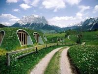 Casa hobbit, în realitate: locuințe prefabricate, asamblate în doar trei zile