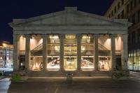 Construit în anul 1828, în stilul renascentist grec, mallul Arcade Providence a fost primul centru comercial închis din Statele Unite ale Americii