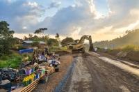 Isărescu îndeamnă: grăbiți construcția de drumuri, pentru bunăstarea românilor