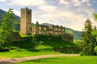 Italia face cadou 100 de castele. Primul venit, primul servit
