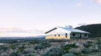 Casa cu pereți de oglindă: invizibilă din exterior, caleidoscop în interior