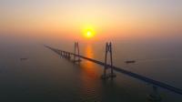 sursa foto: https:/stirileprotv.ro/stiri/international/china-va-inaugura-cel-mai-lung-pod-maritim-din-lume-video.html